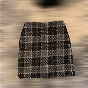 Loft Skirt black and gray . Size Petite